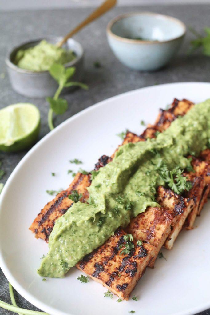 Tofu met avocado chimichurri