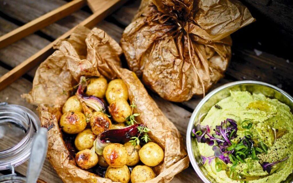 Barbecue- pakketjes met aardappels en avocadodip